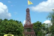 'Eiffel Tower' sells for £343